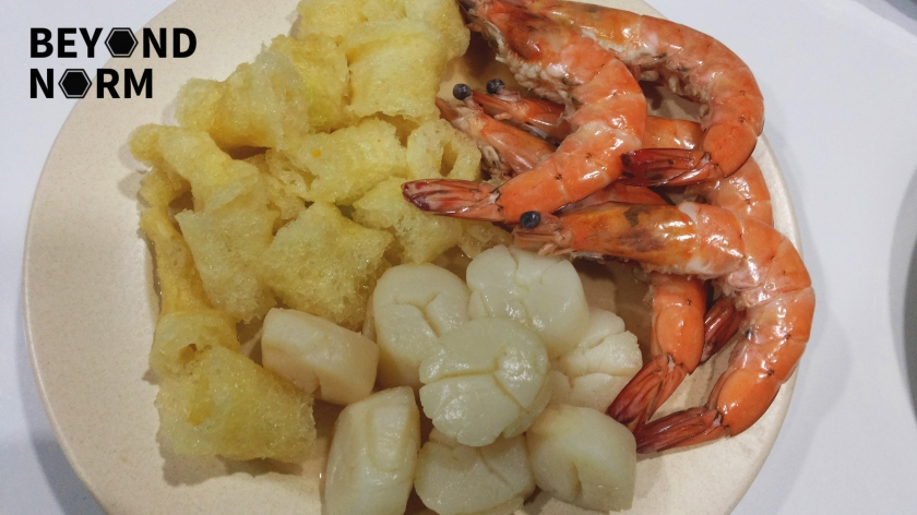 blanched prawns, fish maw and scallops